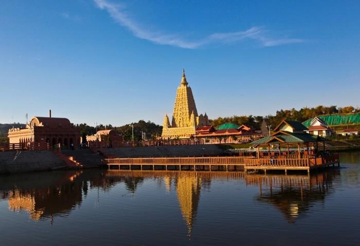 Нейпьидо - необычная столица Мьянмы.